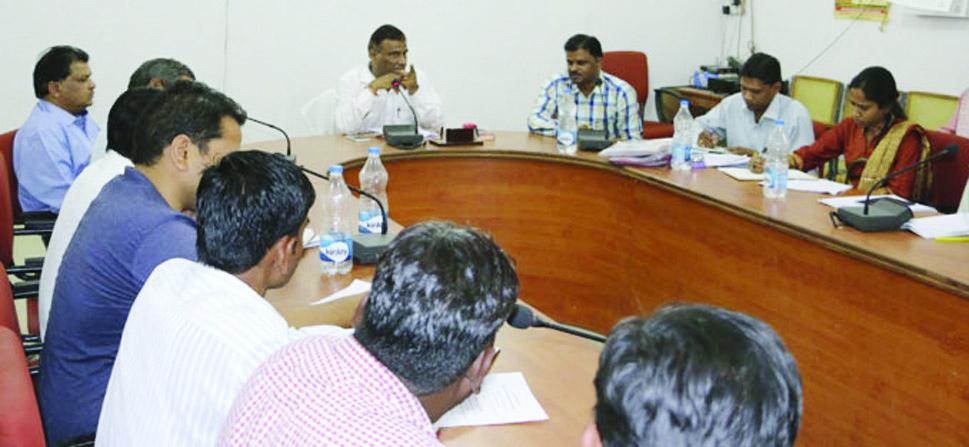 जिले में गौवंश का अधिक से अधिक बीमा कराने के निर्देश