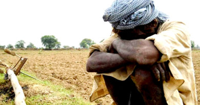 दुखिया एक  किसान है रोवै औ खोवै