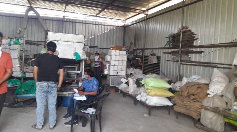 मध्य प्रदेश : खरगोन में एक्सपायरी बीजों की पैकिंग करते जखीरा पकड़ा