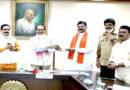 मुख्यमंत्री श्री शिवराज सिंह चौहान को किसानों ने की मूंग भेंट