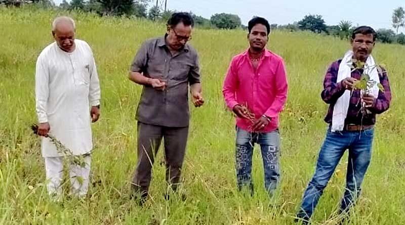 फसलों में हुये नुकसान का सर्वे करने खेतों में उतरा जाँच दल