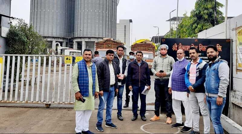किसानों ने ड्यूरम गेहूं से उत्पाद बनाने वाले कारखाने का किया अवलोकन