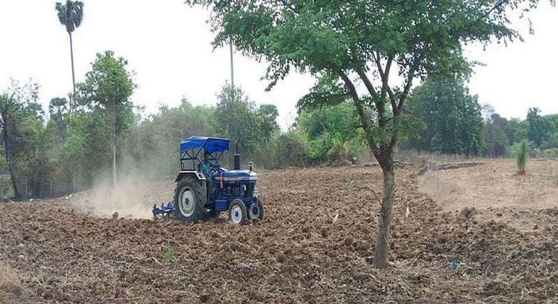 गर्मियों की  जुताई से  मिटटी में पानी धारण की क्षमता बढ़ती है