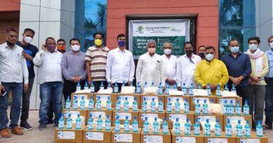 एग्री इनपुट डीलर एसोसिएशन बारां ने किसानों को 5 हजार मास्क और सेनिटाइजर बांटे