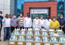 महिंद्रा समिट ने एग्री इनपुट डीलर एसोसिएशन के सहयोग से सेनिटाइजर बांटे