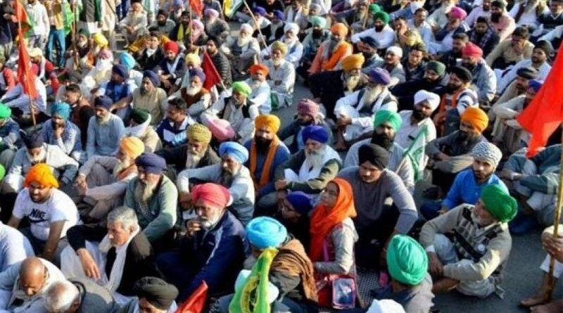किसान आंदोलन अब राजनीतिक दुष्चक्र में